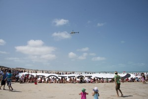 "Broome locals unfurl massive ""Protect the Kimberley"" banner on Cable Beach"